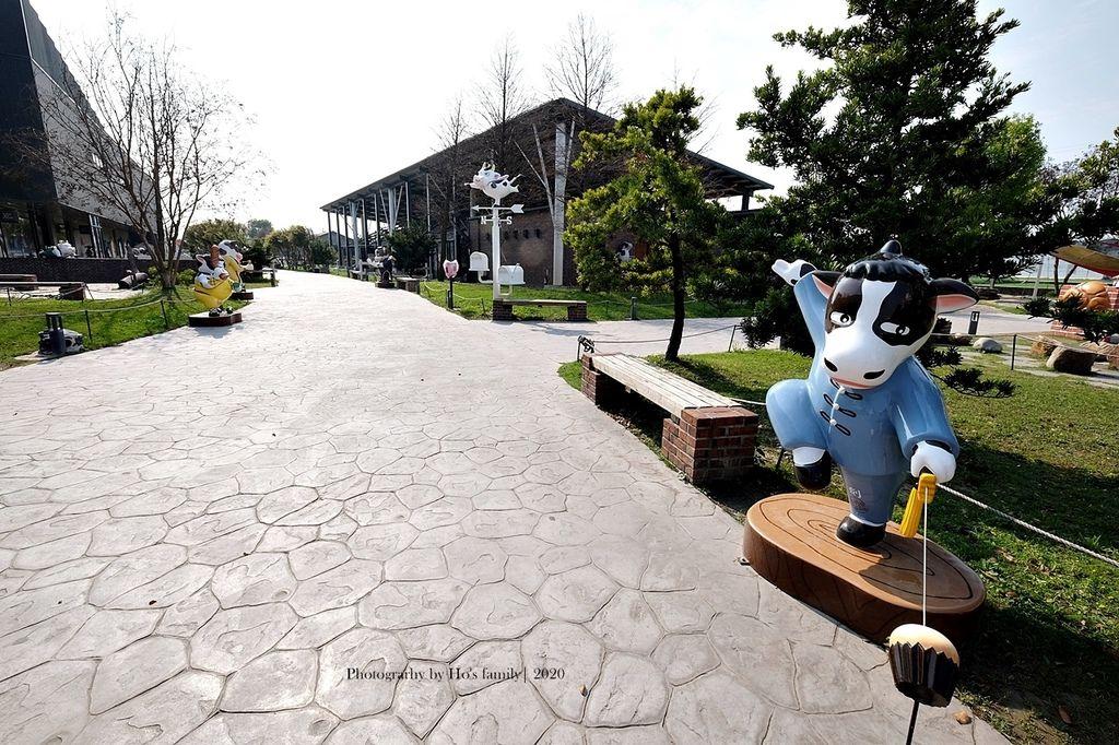【雲林親子景點】千巧谷牛樂園牧場~免門票親子農場進距離親近餵乳牛、玩沙8.JPG