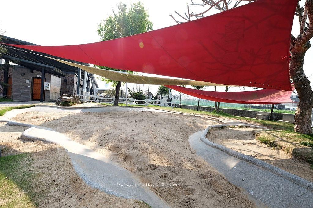 【雲林親子景點】千巧谷牛樂園牧場~免門票親子農場進距離親近餵乳牛、玩沙6.JPG