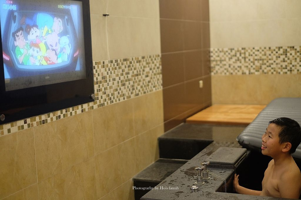 【屏東親子住宿】玉大曆汽車旅館~高CP質親子旅宿飯店!親子房、親子餐廳、大浴缸20.JPG