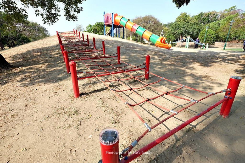 【台南親子景點】明和公園~台南首座地景遊戲場!高速水管溜滑梯、攀爬網、高空溜索,野餐玩公園一日遊3.JPG