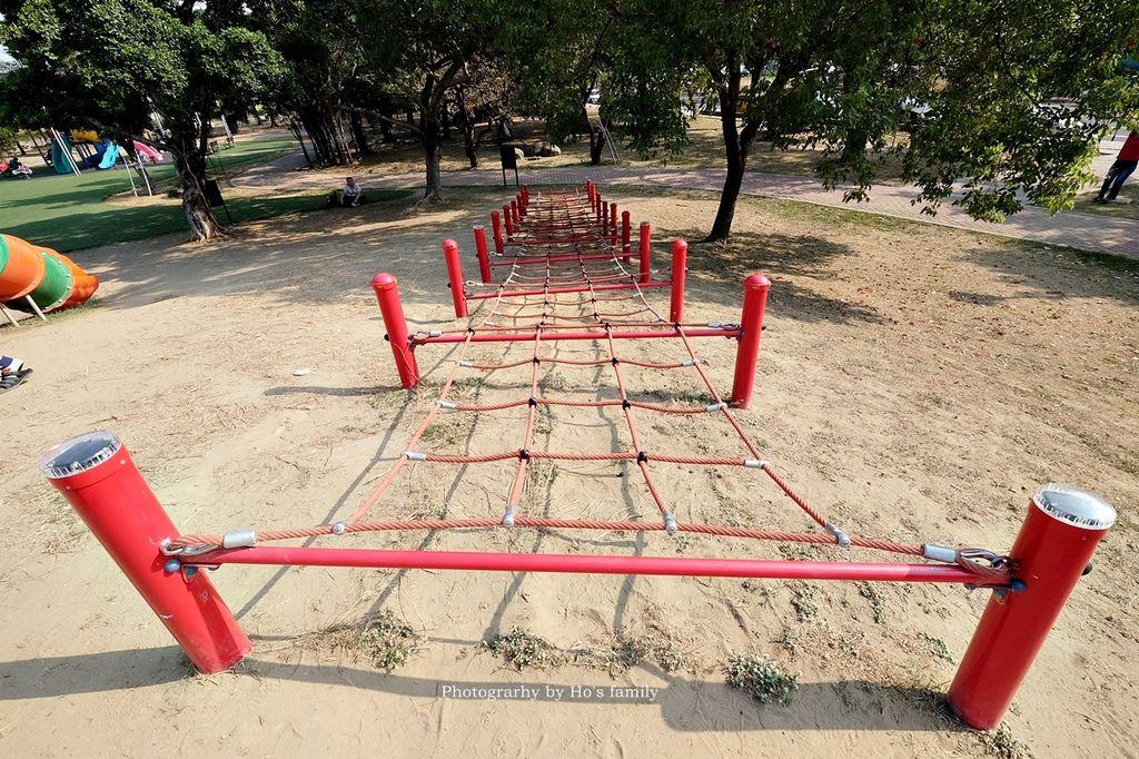 【台南親子景點】明和公園~台南首座地景遊戲場!高速水管溜滑梯、攀爬網、高空溜索,野餐玩公園一日遊4.JPG