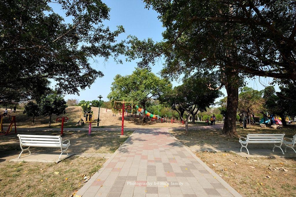 【台南親子景點】明和公園~台南首座地景遊戲場!高速水管溜滑梯、攀爬網、高空溜索,野餐玩公園一日遊1.JPG