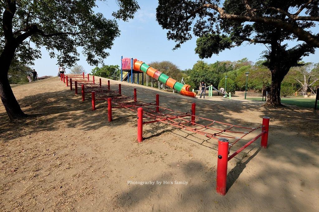 【台南親子景點】明和公園~台南首座地景遊戲場!高速水管溜滑梯、攀爬網、高空溜索,野餐玩公園一日遊2.JPG