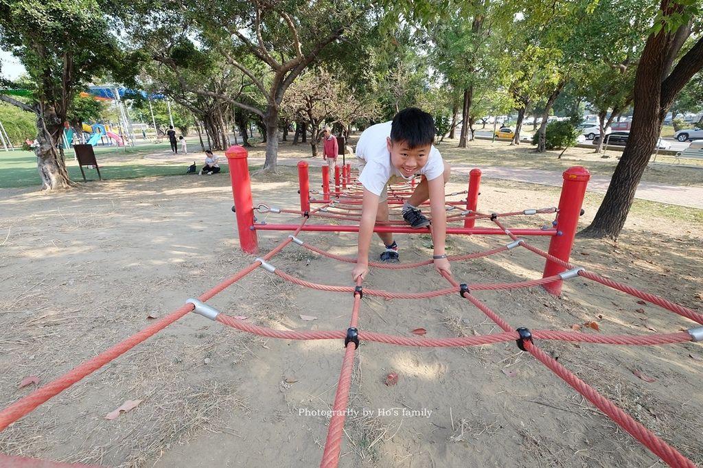 【台南親子景點】明和公園~台南首座地景遊戲場!高速水管溜滑梯、攀爬網、高空溜索,野餐玩公園一日遊5.JPG