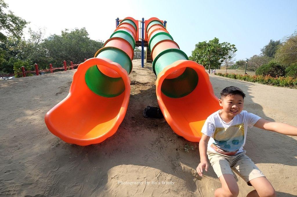 【台南親子景點】明和公園~台南首座地景遊戲場!高速水管溜滑梯、攀爬網、高空溜索,野餐玩公園一日遊8.JPG