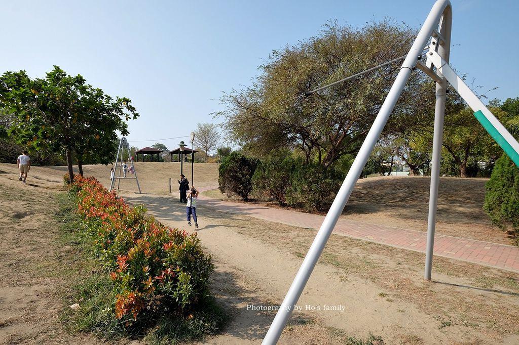 【台南親子景點】明和公園~台南首座地景遊戲場!高速水管溜滑梯、攀爬網、高空溜索,野餐玩公園一日遊13.JPG