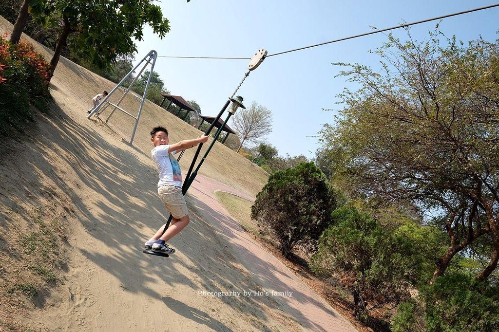【台南親子景點】明和公園~台南首座地景遊戲場!高速水管溜滑梯、攀爬網、高空溜索,野餐玩公園一日遊15.JPG
