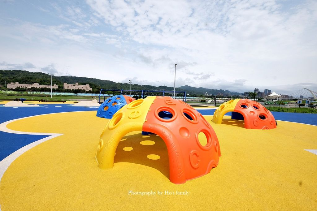 【台北親子公園】大佳河濱公園海洋遊戲場~全國最大河濱共融遊樂場!玩水玩沙野餐騎腳踏車一次滿足6.JPG