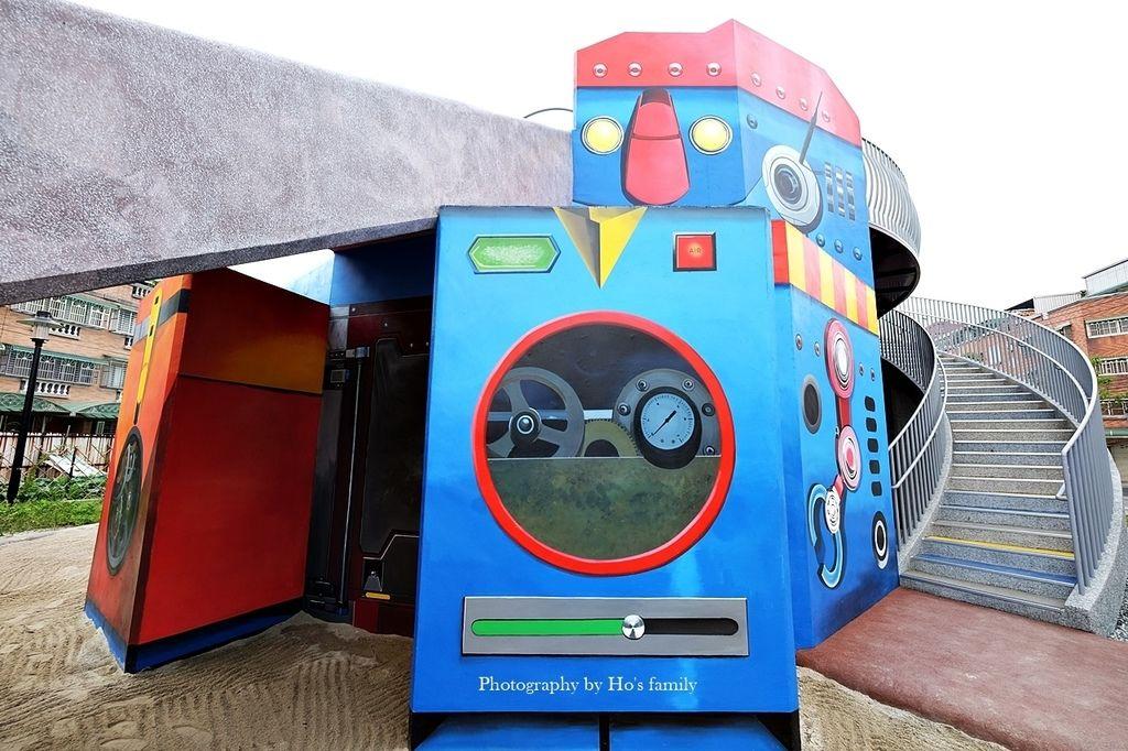 【新北鶯歌親子景點】鳳鳴公兒二公園~機器人遊戲場ROBOT CITY機器人城市主題磨石溜滑梯、攀岩、沙坑4.JPG