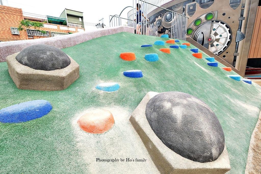 【新北鶯歌親子景點】鳳鳴公兒二公園~機器人遊戲場ROBOT CITY機器人城市主題磨石溜滑梯、攀岩、沙坑19.JPG