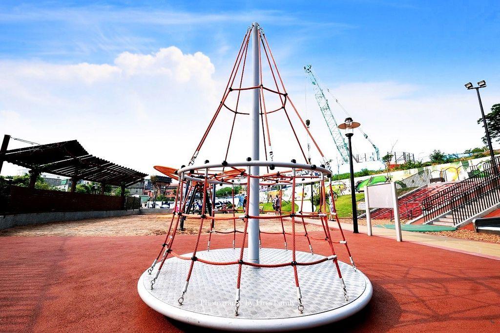 新北鶯歌親子公園永吉公園怎麼去、炮仗花、免費戲水景點15.JPG