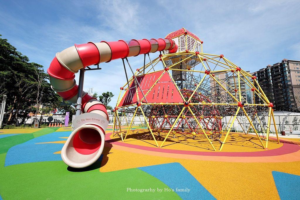 蘆竹|台茂購物中心全台首創商場共融式遊戲場以「以傑克與魔豆」童話為意象設計,pu鋪面地板,呈現色彩繽紛的景致,帶給人歡樂的氛圍!五大主題區共融式兒童遊…