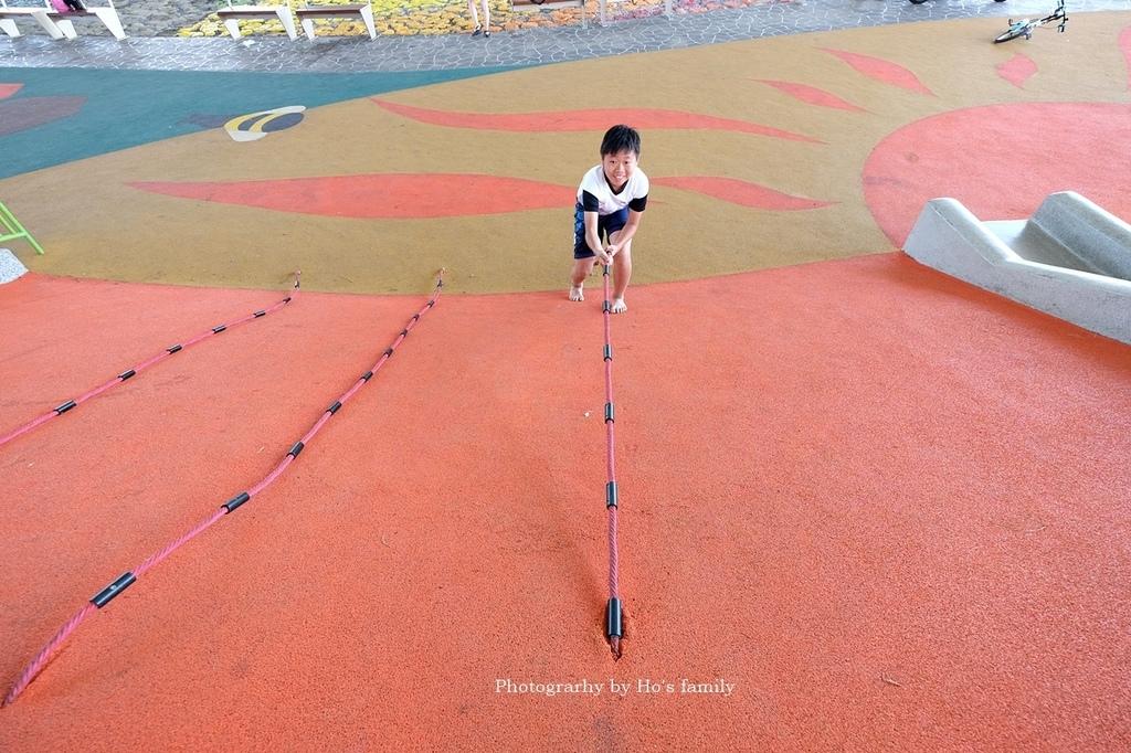 【台北士林親子公園】日光水岸廣場~玩遊戲場不怕曬!橋下特色公園共融遊具、沙坑玩沙、籃球場,運動騎單車17.JPG