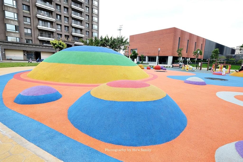 【林口特色共融公園】市17跳跳糖兒童遊戲場2.JPG