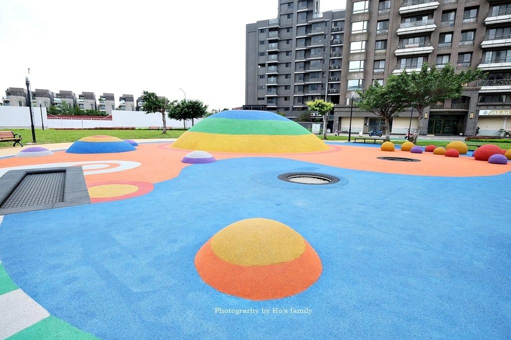【林口特色共融公園】市17跳跳糖兒童遊戲場1.JPG