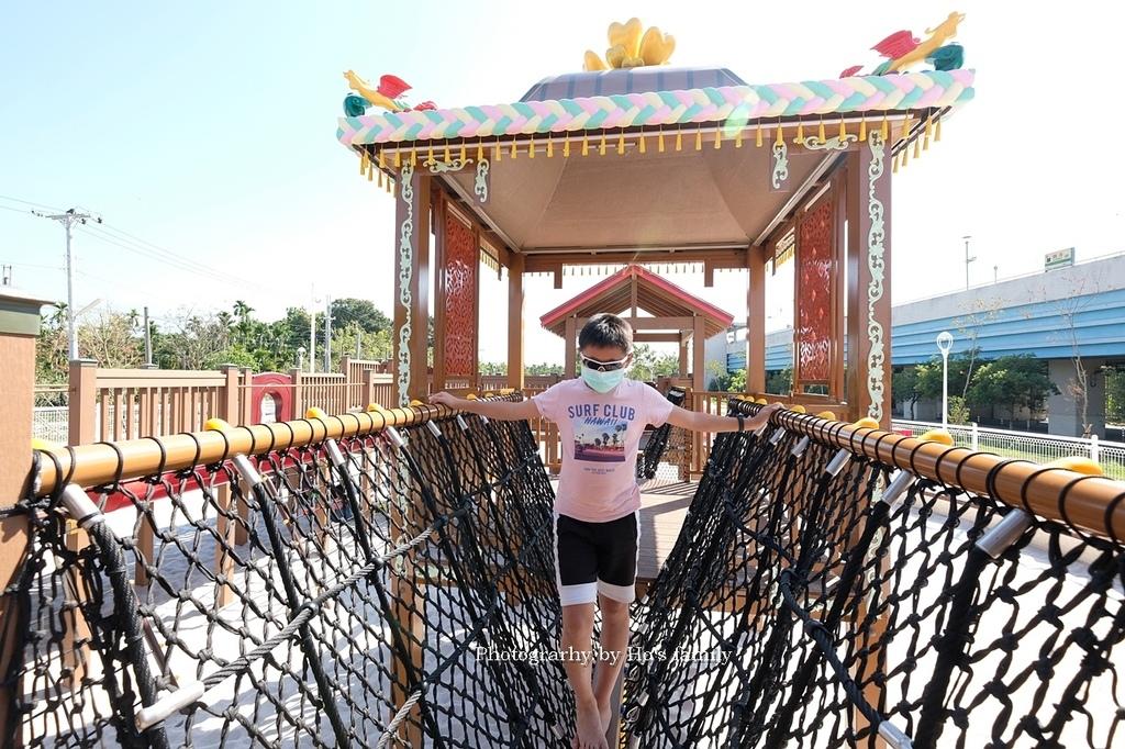 【屏東親子公園】麟洛客家花轎遊戲場免費玩沙玩水看火車11.JPG