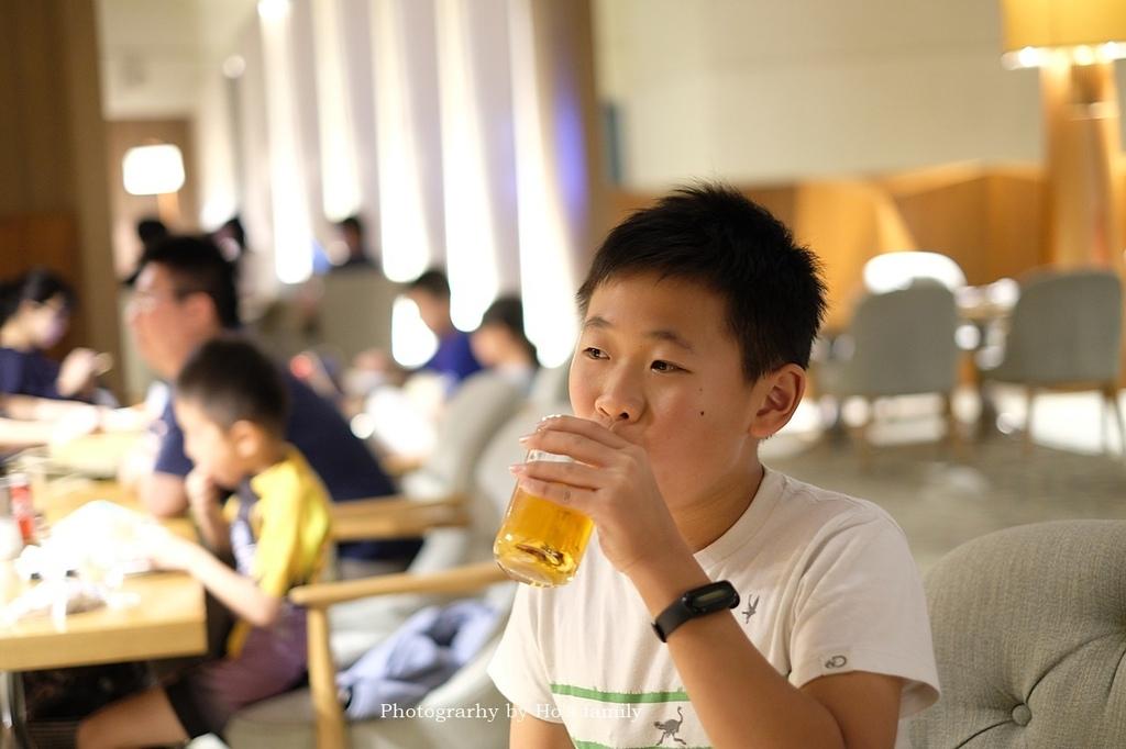 【台南市區住宿推薦】香格里拉台南遠東國際大飯店自助餐餐廳房型泳池玩水41.JPG