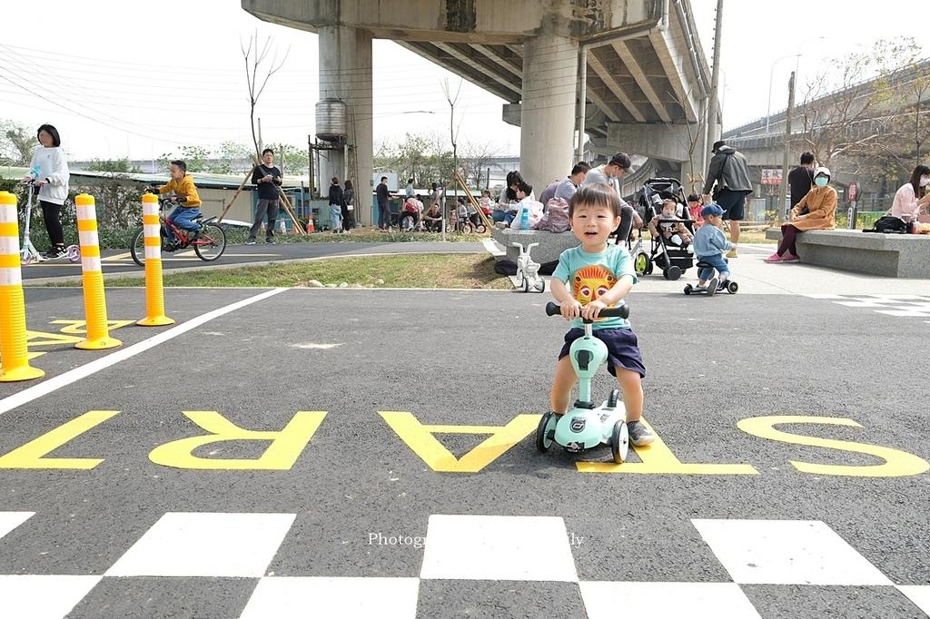 【新竹親子公園】頭前溪左岸Pushbike滑輪公園5.JPG