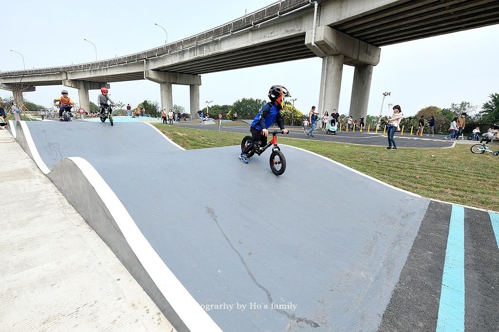 【新竹親子公園】頭前溪左岸Pushbike滑輪公園7.JPG