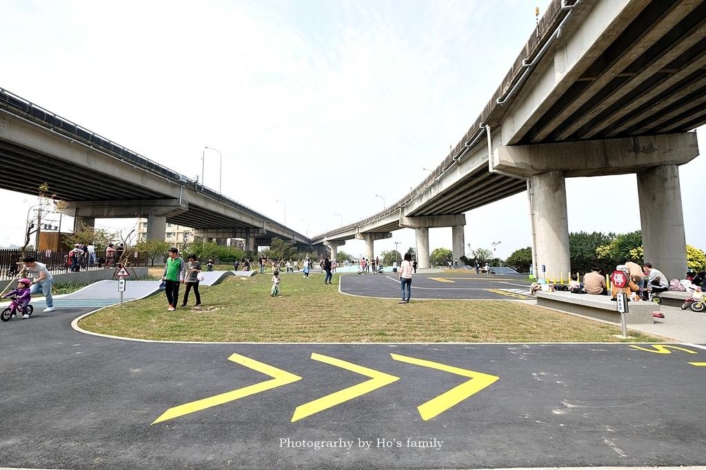 【新竹親子公園】頭前溪左岸Pushbike滑輪公園8.JPG