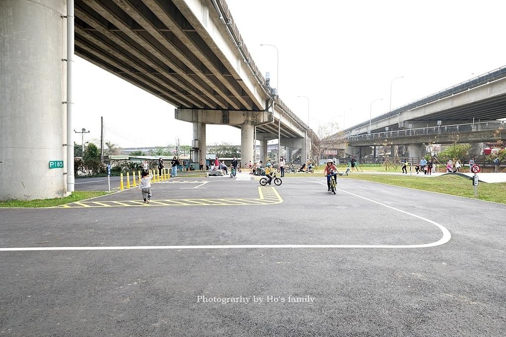【新竹親子公園】頭前溪左岸Pushbike滑輪公園10.JPG