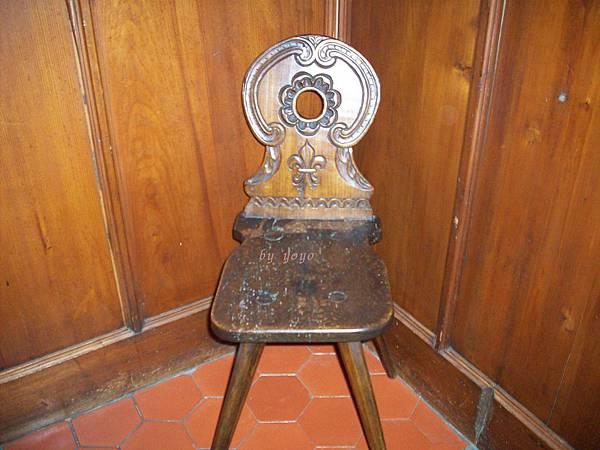 博物館古老椅子 217.jpg