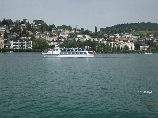和我們一樣搭船遊湖 252.jpg