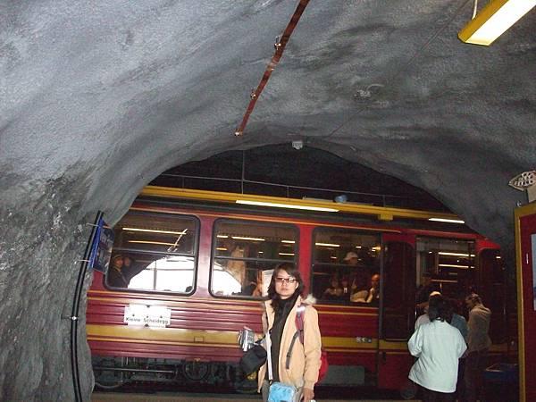 夥伴在少女峰火車站留影 407.jpg