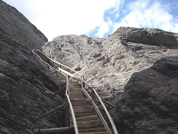 木階梯近900只能容一人寬度 530.jpg