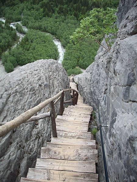 木階梯扶手在右邊 549.jpg