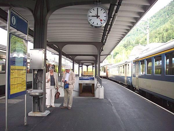 因特拉根換黃金列車到蒙投 603.jpg