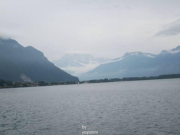 湖畔遠端映著白雪 641-2.jpg