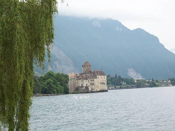 西庸古堡矗立在湖上真美 647.jpg