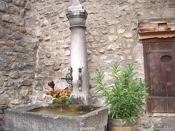 古堡外引水池歷史悠久 689-1.jpg