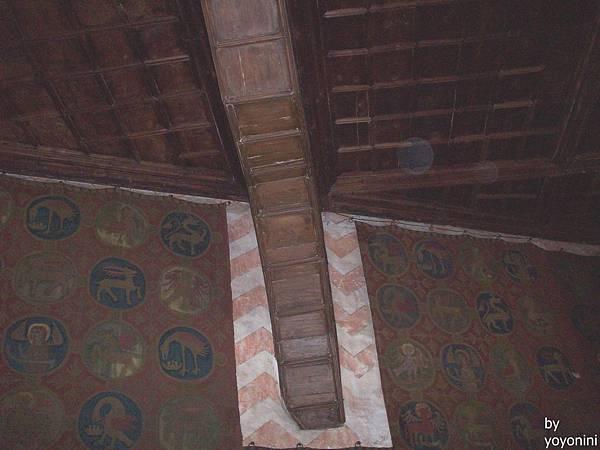 大廳屋頂一角 698-1.jpg