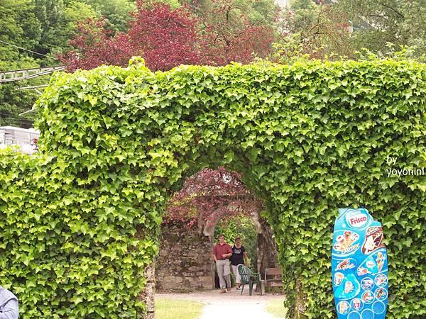 古堡內有一小花園 755-1.jpg