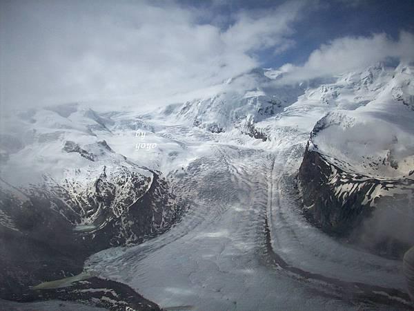 冰河前山峰被雲層遮住 862.jpg