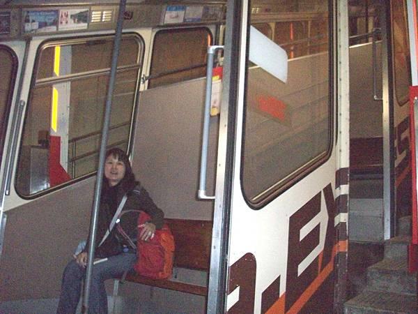 在地下纜車很暗 897.jpg