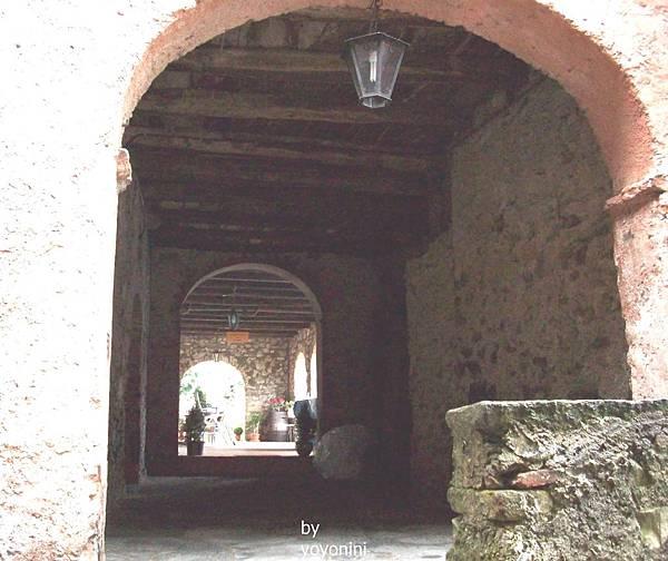 一個拱型長廊 1009-1.jpg