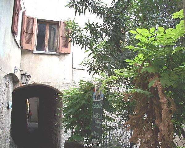 建在長廊之上房子 1029-1.jpg