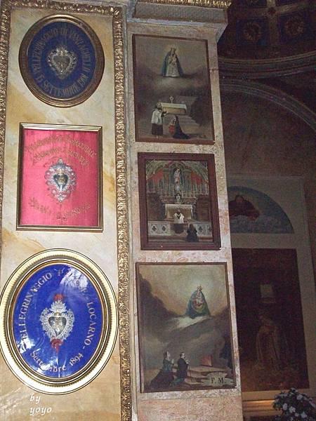 教堂樑柱有羅卡諾市徽 1119.jpg