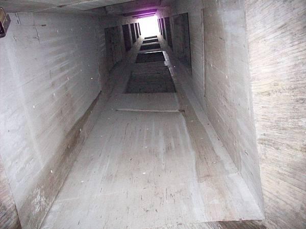 進入山岩隧道 1157.jpg