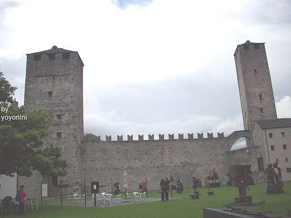大城堡黑塔與白塔 1177-1.jpg