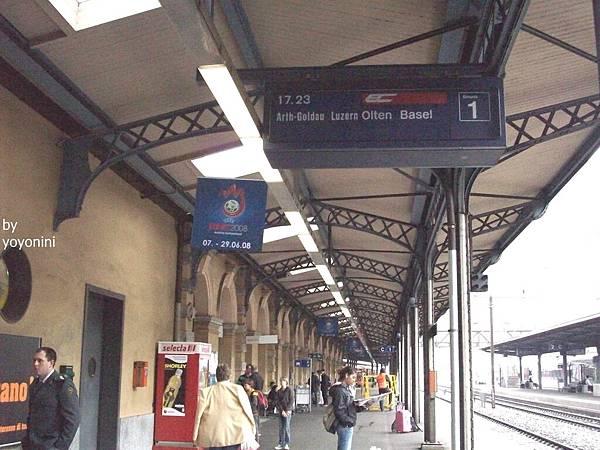 貝林佐納等待琉森的火車站 1216-1.jpg