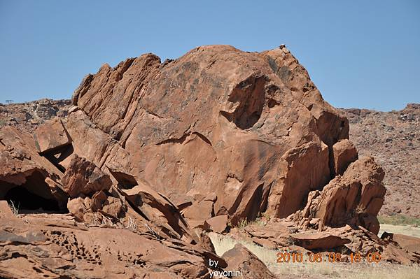 DSC_0853看岩石刻畫走好久.JPG