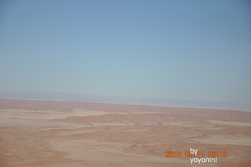 DSC_0688藍天下沙漠.JPG