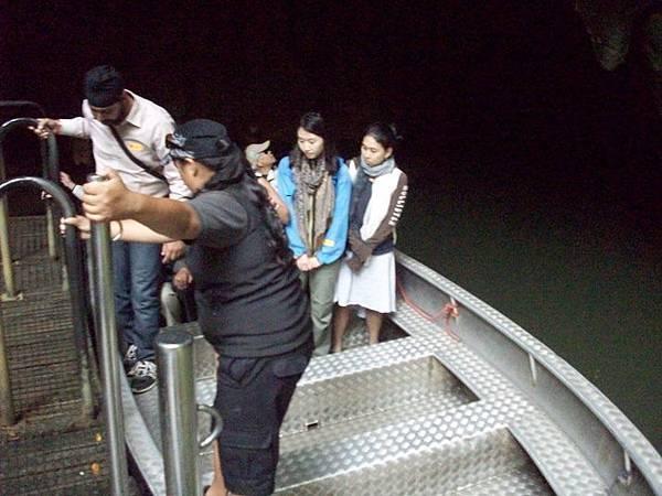 100_3533搭小船看螢火蟲洞窟.JPG