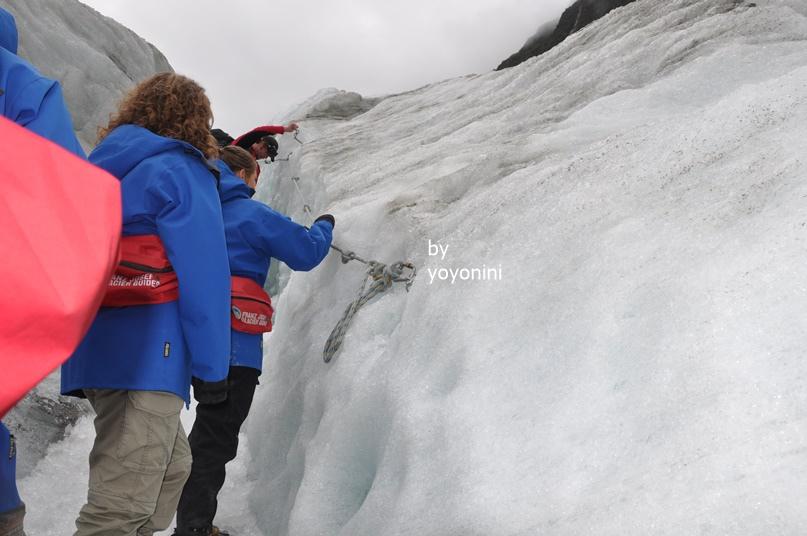 DSC_0950拉著冰川上掛著繩索.JPG