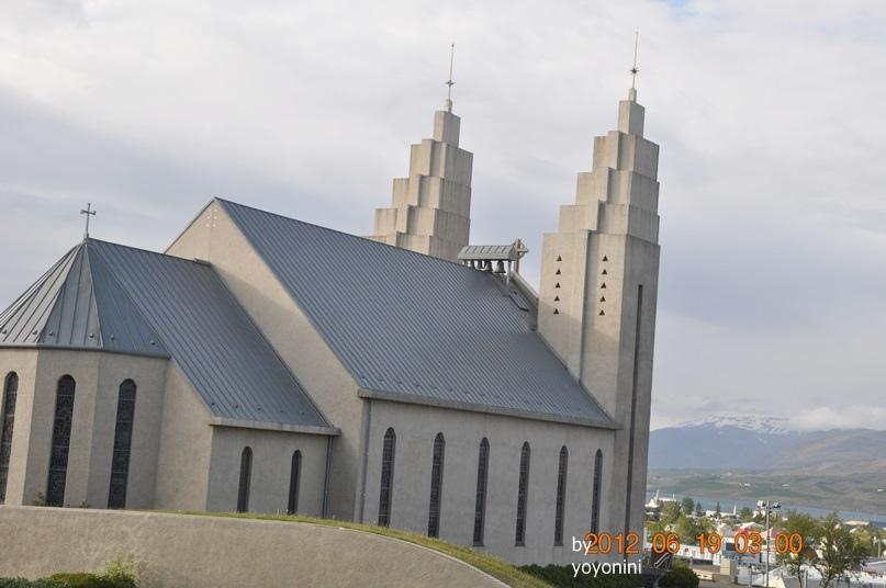DSC_0405從上往下拍的阿庫雷里教堂.JPG