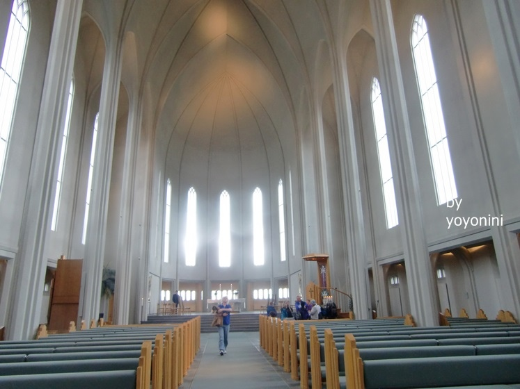 CIMG0972整座教堂四周圍很明亮.JPG